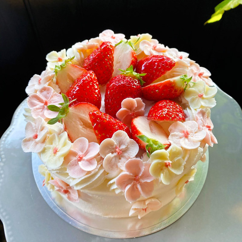 トロンの桜とイチゴのフラワーケーキ